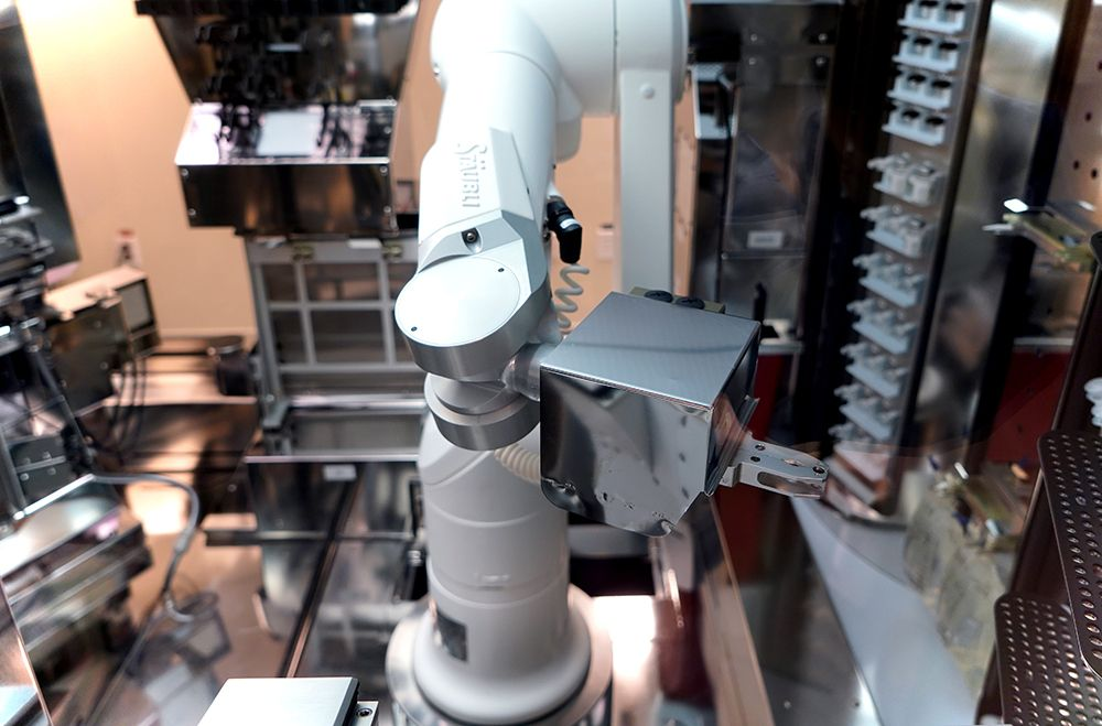 Aseptic preparation with Stäubli industrial robot Stericlean